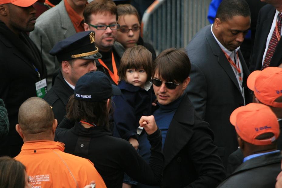 Tom Cruise, Katie and Suri game